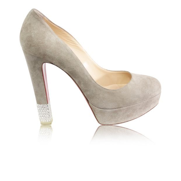 low cost 8a2ba 315f0 Beige Suedes Pumps With Strass Details On The Heels