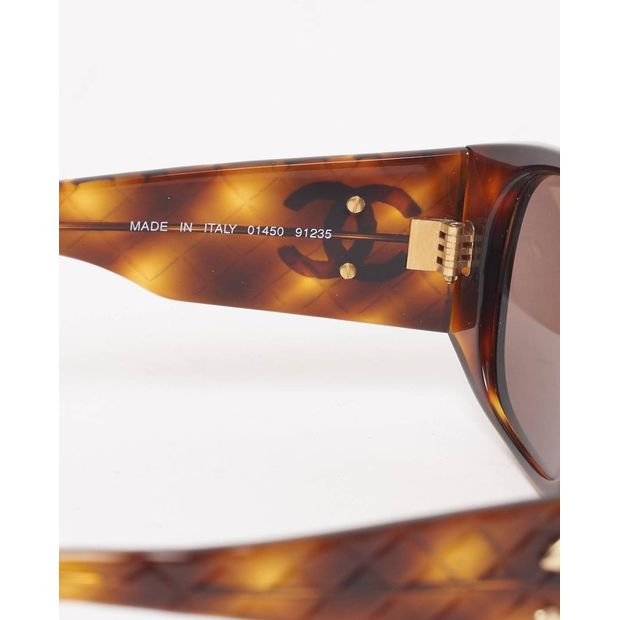 8874ddeae4bb CHANEL Vintage tortoiseshell quilted arm sunglasses 2 thumbnail