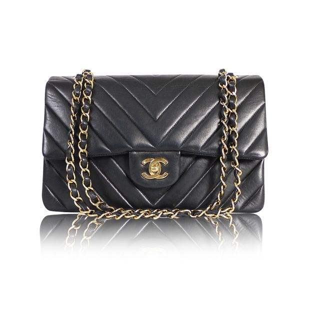 4b4e0f679f1d CHANEL Black Chevron Quilted Lambskin Leather Medium Classic Flap Shoulder  Bag ...