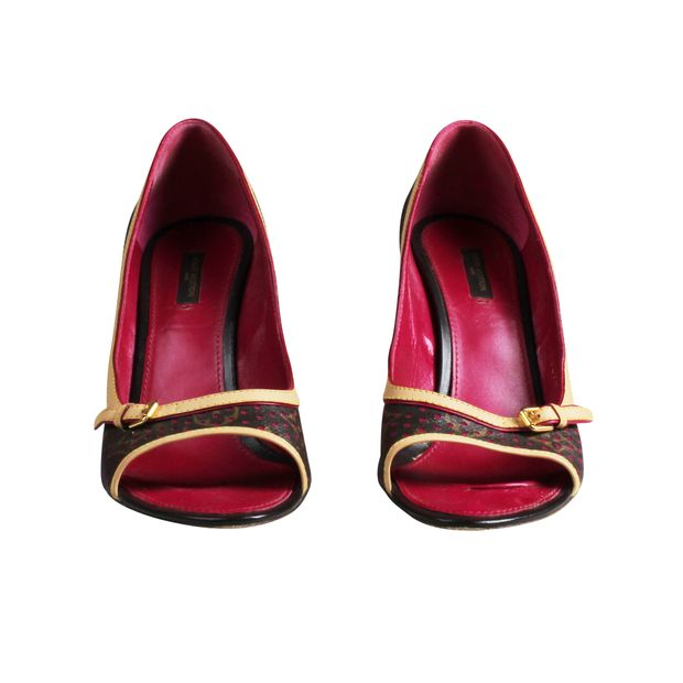 2f8f6eb3b9f52 Fuchsia Pink Limited Edition Pumps by LOUIS VUITTON | StyleTribute.com