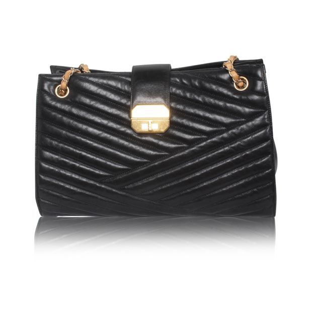 f799c5ffbd327f Black Vintage Tote Bag by CHANEL | StyleTribute.com