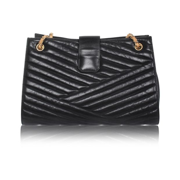 baeb4ce1b471e4 Black Vintage Tote Bag by CHANEL | StyleTribute.com