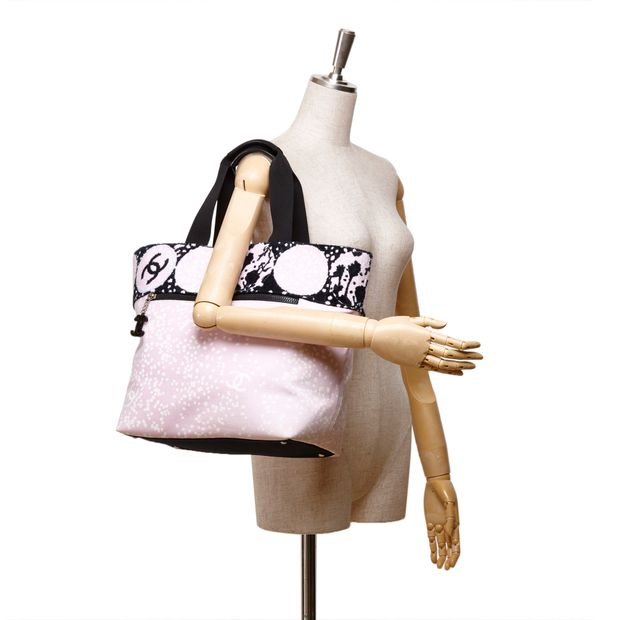 284f73bb48ee CHANEL High Summer Large Tote Bag CHANEL High Summer Large Tote Bag zoomed