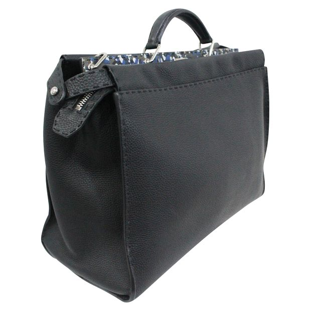 5a02af0778 Black leather Selleria bag by FENDI | StyleTribute.com