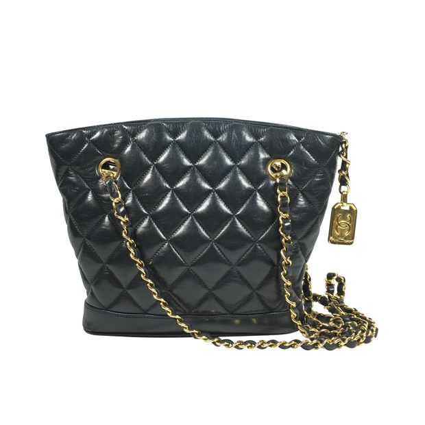 8d314323611f Black Quilted Shoulder Bag by CHANEL | StyleTribute.com