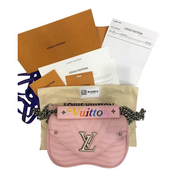 a4a01e234bdf LOUIS VUITTON New Wave Chain Bag PM 0 thumbnail