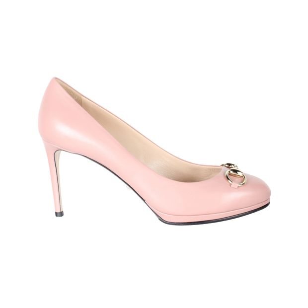 41902511f Leather Pumps by GUCCI | StyleTribute.com